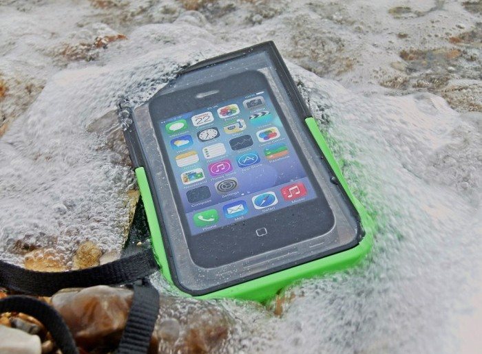 waterproof-mobile-cases-protect-your-device